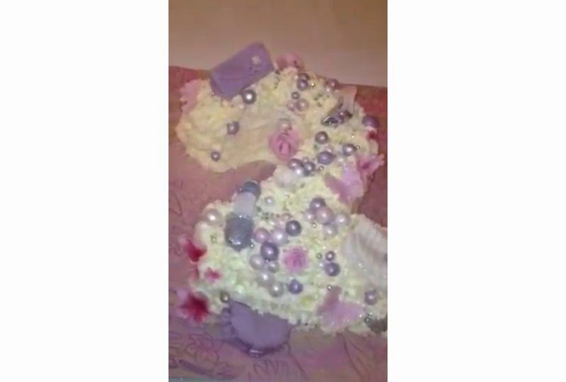 【フォンダン】少女の夢がケーキに!白いクリームの上で輝く砂糖菓子