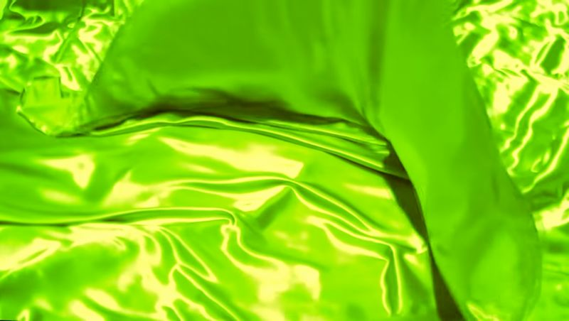 【サテンフェチ】グリーンの化学繊維が波打つ!布地の光沢が美しい