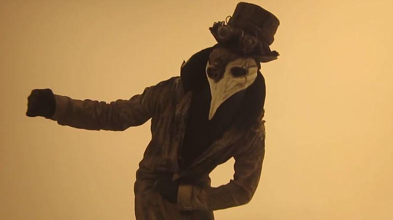 【ペストマスク】クネクネ踊るペスト医師が不気味でかっこいい!