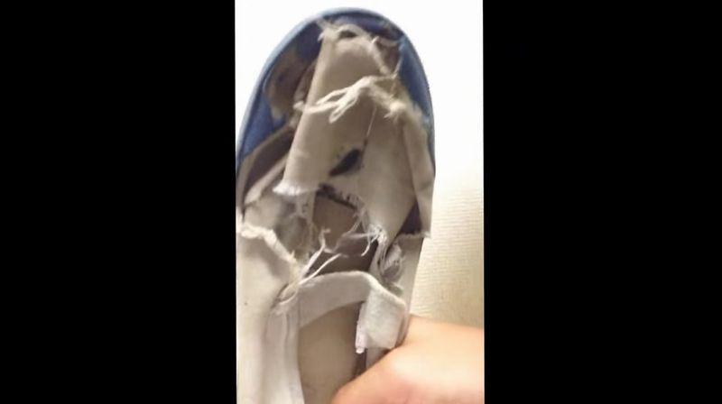 【上靴】友達が履き古したボロボロで臭そうな上履きを履いてみた!