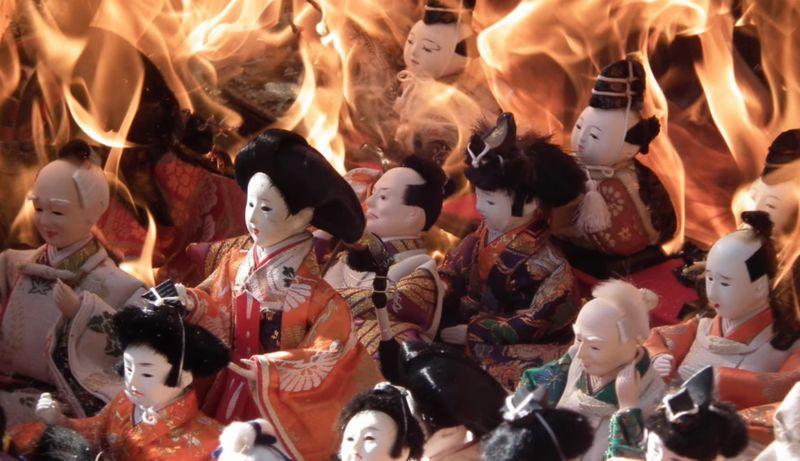 【人形供養】雛人形や五月人形を飲み込む炎!煙とともに魂が昇天する