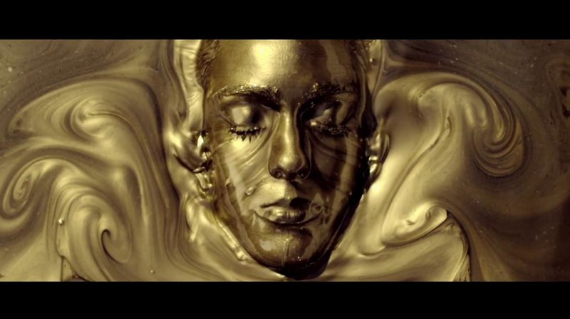 【金粉】アカデミー賞への挑戦!金色に輝く女性像が男女平等を訴える
