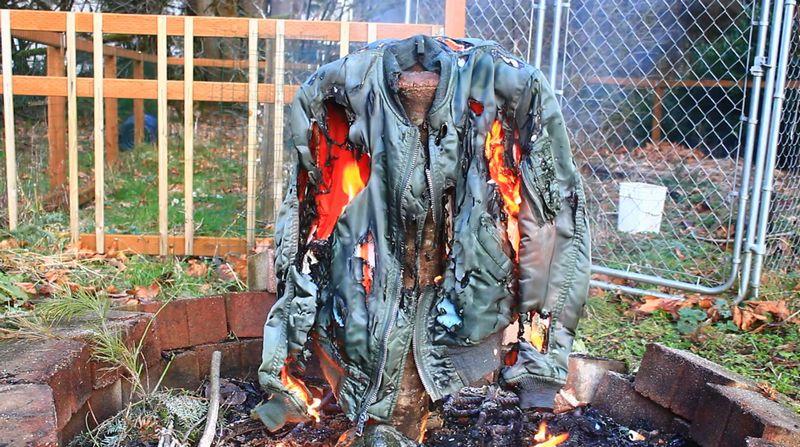 【MA-1】フライトジャケットを焼却!表地も裏地も炎で溶けていく