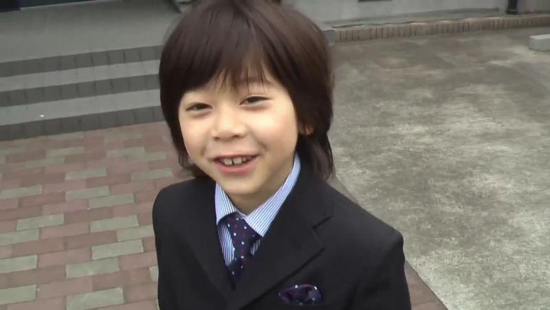 【ショタ】鼻くそ大好き小学一年生が超かわいい!6年後はイケメンに