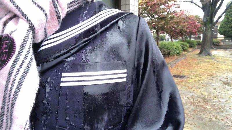 【セーラー服】雨で濡れる制服!胸ポケットもスカートもびしょびしょ