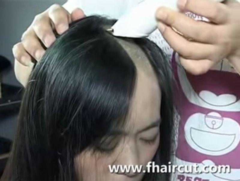 【剃髪】黒髪美女がスキンヘッドに!バリカンとカミソリで剃り上げる